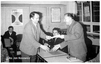 Jedno ze spotkań w przyfabrycznej świetlicy. Zdjęcie wykonane przez Jana Nosowicza w latach 60-tych.