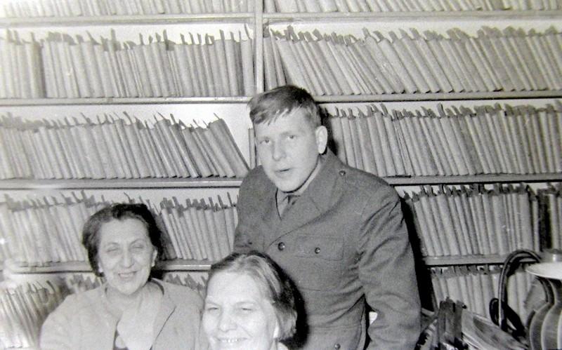 Biblioteka w świetlicy fabrycznej. Zdjęcie wykonane przez Jana Nosowicza w latach 60-tych.