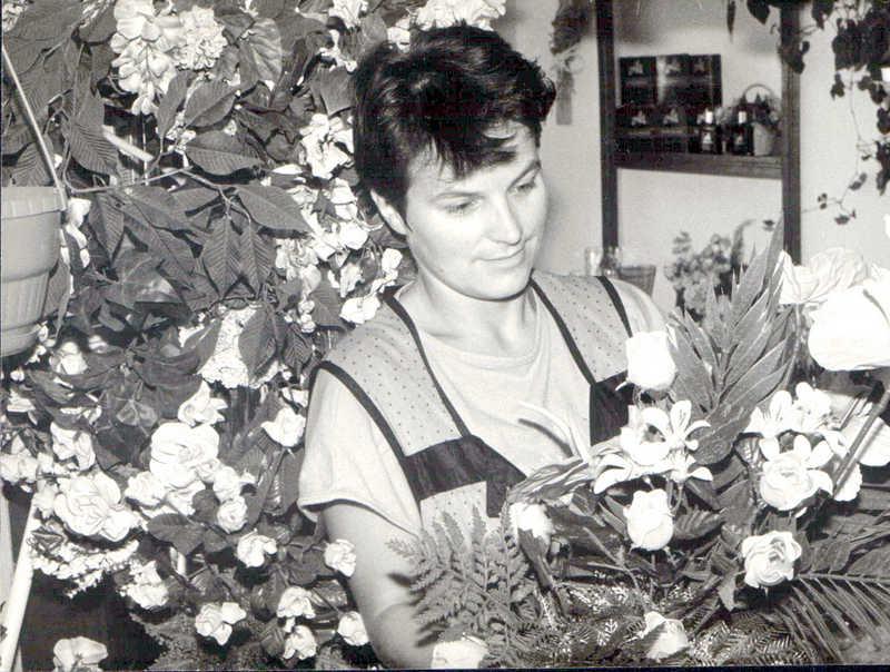 Kwiaciarnia w bloku przy ulicy T. Kościuszki, lata 80-te. Fot. Jan Nosowicz.
