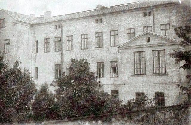 Szpital św. Błażeja od strony południowej. Lata 50-te. Fot. Ze  zbiorów Piotra Nogiecia.