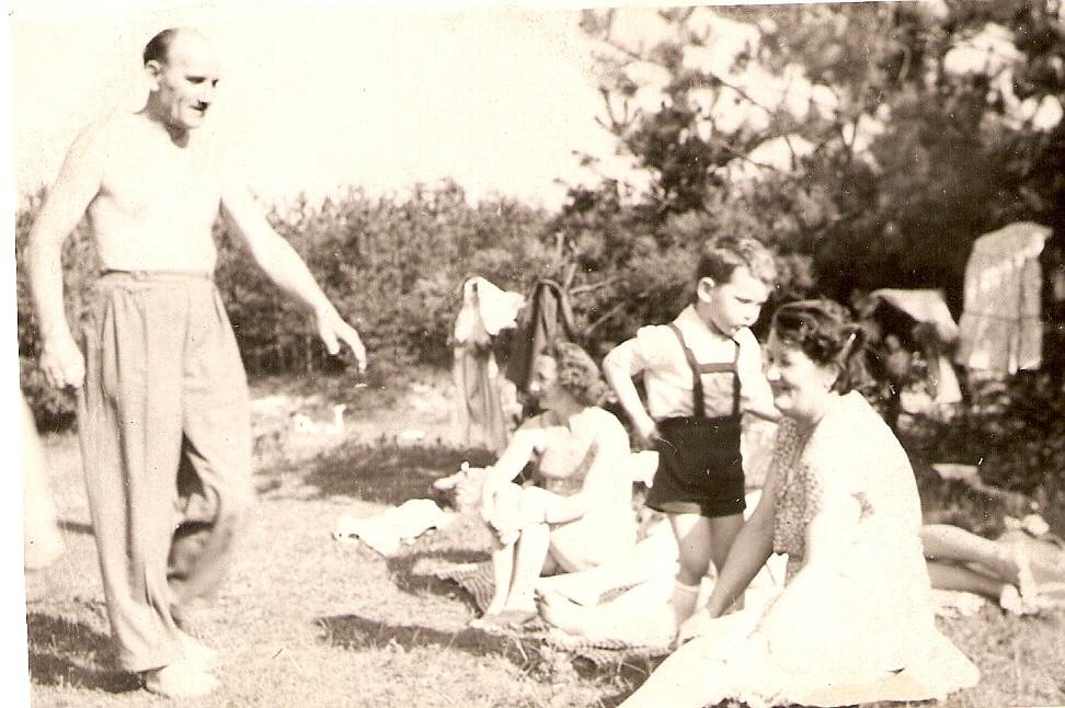 Piknik nad Babą. Rok 1959. Fot. Ze zbiorów Ryszarda Maliszewskiego.