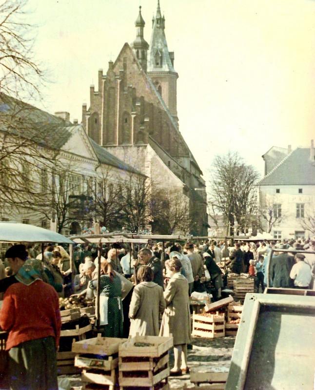 Targ na rynku, lata 60-te. Fot. Emil Glanowski.