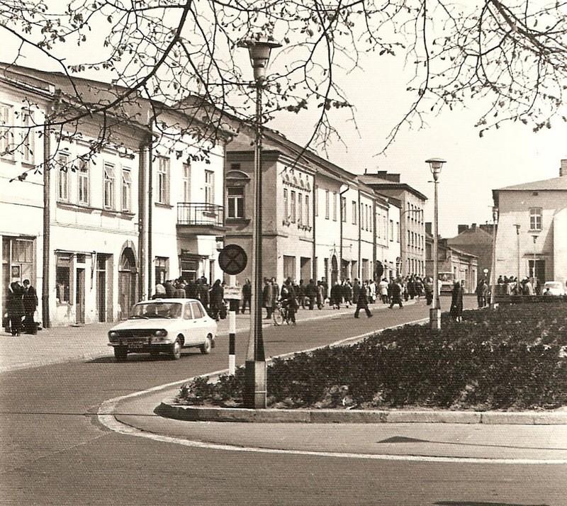 Rynek we wrześniu 1974 roku. Fot. Fot. Emil Glanowski ze zbioru  rodziny Pawełczyków.
