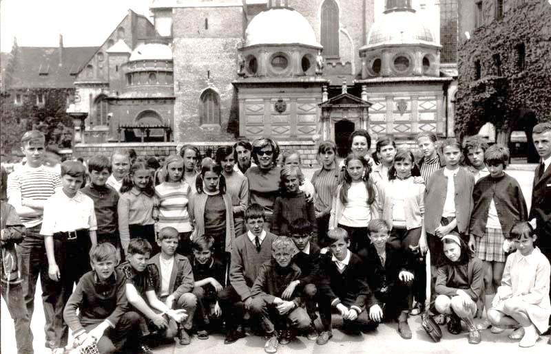 15. Klasa VIII B z SP nr 4, rok 1975. Fot. Ze zbiorów Piotra Nogiecia.