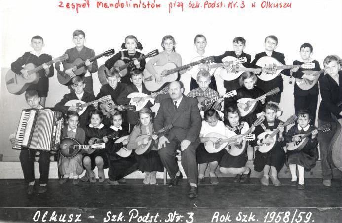 22. Szkoła Podstawowa nr 3 w Olkuszu. Rok Szkolny 1958/59. Kierownik Remigiusz Lampka. Fot. ze zbiorów Ryszarda Maliszewskiego.