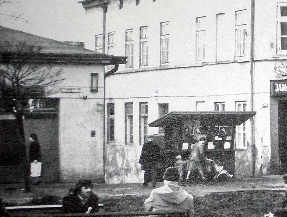 12. Toto-Lotek w rynku. Fot. Ze zbiorów Piotra Nogiecia.