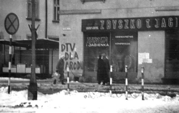 13. Warzywniak w rynku, początek lat 80-tych. Fot. Ze zbioru  Włodzimierza Barana.