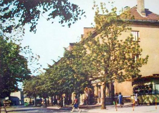 7. Kiosk spożywczy przy ulicy Kościuszki - pocztówka ze zbiorów  Piotra Nogiecia.