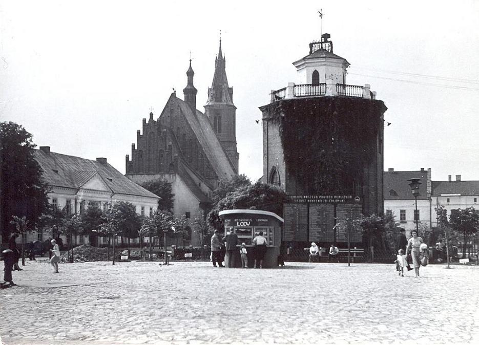 8. Kiosk spożywczy pani Thalowej na rynku, lata 60-te. Fot. Ze  zbiorów Piotra Nogiecia.
