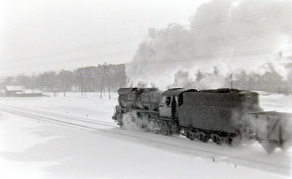 8. Pociąg wjeżdzający do Olkusza od strony Sosnowca. Fot. Jan  Nosowicz.