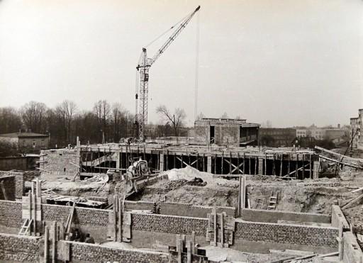 10. Budowa Domu Kultury, połowa lat 70-tych, fot Jan Nosowicz.