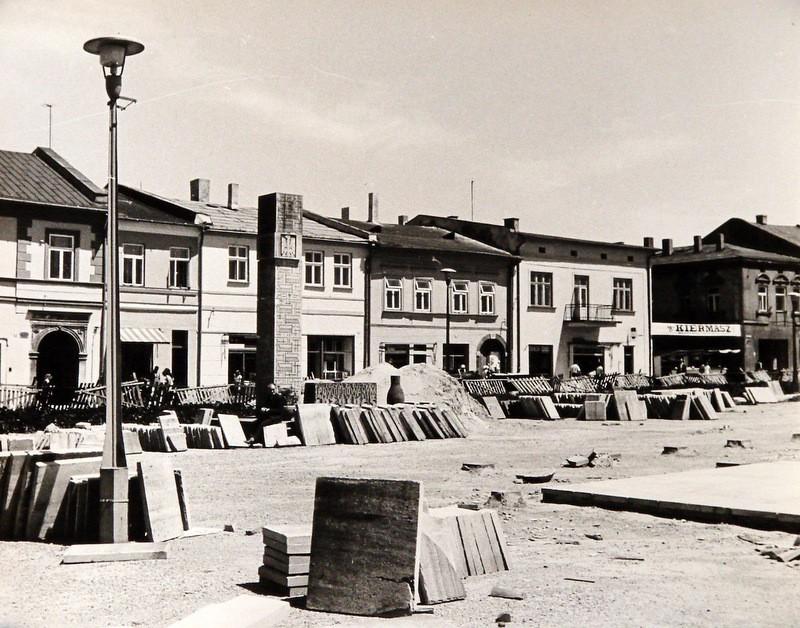 16. Przebudowa rynku, połowa lat 70-tych. Fot. Jan Nosowicz.