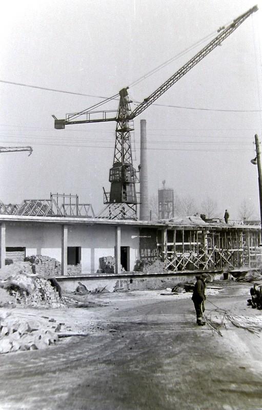 5. Odbudowa OFNE po pożarze, lata 60-te. z Fot. Ze zbiorów Piotra  Nogiecia.