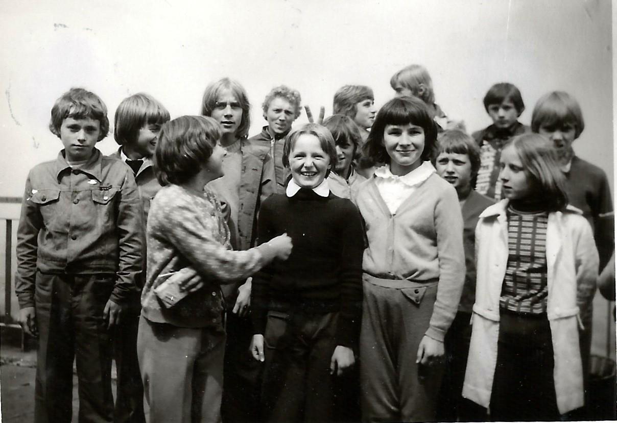 18. Uczestnicy kolonii letniej w Żywcu, 1976 rok. Fot. ze zbiorów Piotra Nogiecia.