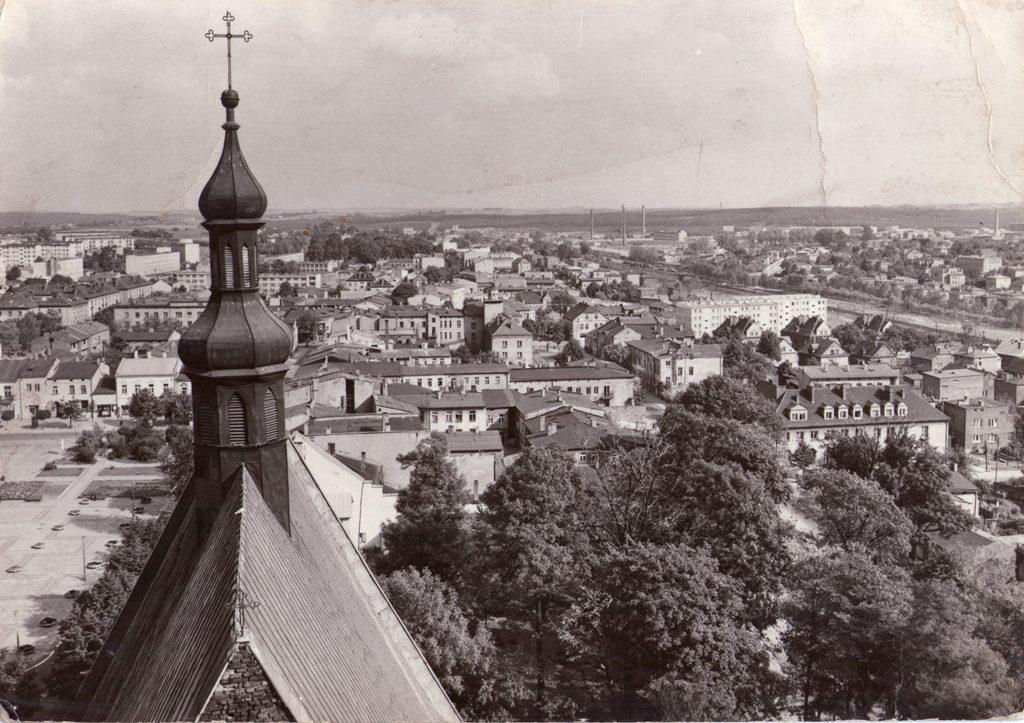 1. Panorama wschodniej części Olkusza z wieży kościelnej. Fot. Ze zbiorów Marka Piotrowskiego.