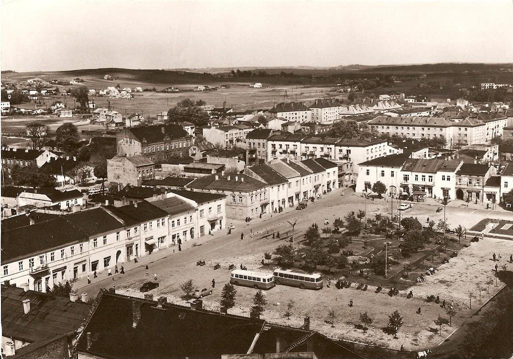 11. Panorama z wieży kościelnej w stronę Rynku (na zachód). Rok 1968. Fot. Ze zbiorów Tomasza Strojnego.