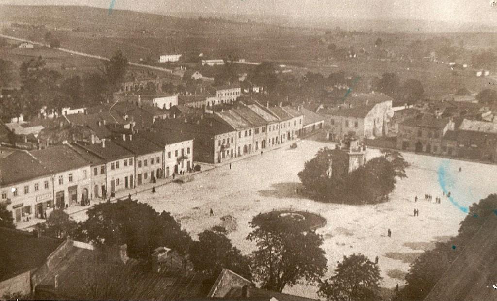 12. Panorama z wieży kościelnej w stronę Rynku (na zachód). Rok 1920. Fot. Ze zbiorów Tomasza Strojnego.