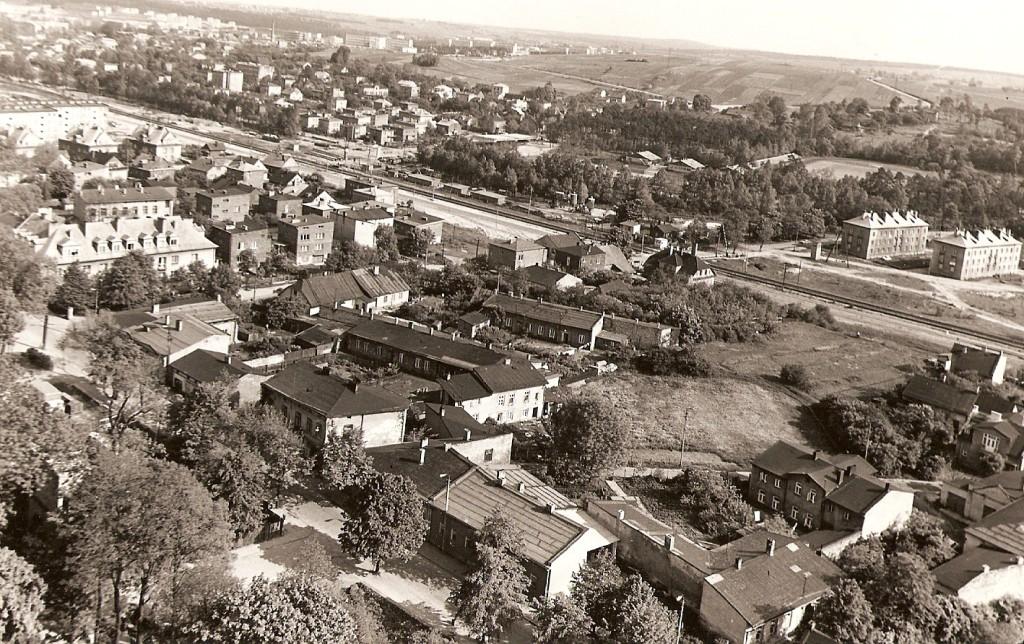13. Panorama z wieży kościelnej w kierunku południowo-wschodnim. Rok 1968. Fot. Ze zbiorów Tomasza Strojnego.