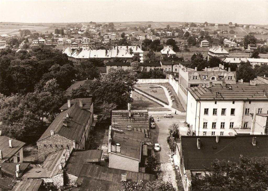 15. Panorama z wieży kościelnej na północ. Widać ulicę Kościelną. Rok 1968. Fot. Ze zbiorów Tomasza Strojnego.