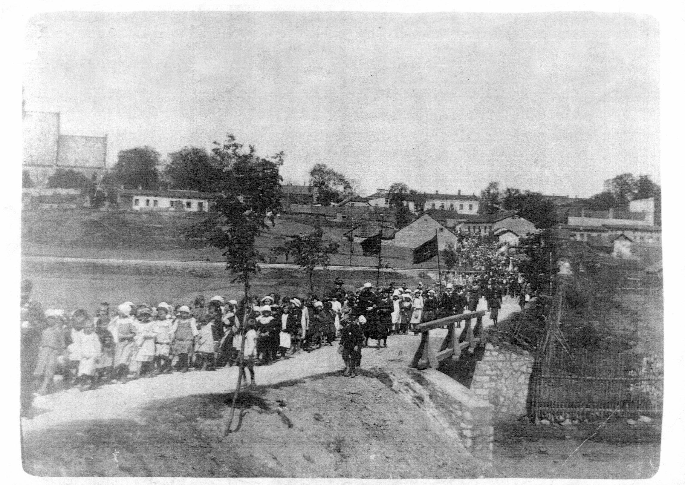 16. Pochód do Drzewka Wolności, 1918 rok. Fot. ze zbiorów Muzeum Regionalnego PTTK w Olkuszu.
