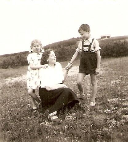23. Stodoła na Kocotówce. Obecnie ul. Sosnowa, powyżej kościoła. Rok 1954. Fot. Ze zbiorów Ryszarda Maliszewskiego.