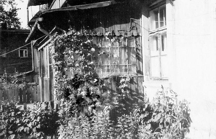 23. Dom nr 40 na Nowym Placu Fabrycznym. Rok 1965 lub 1966. Fot. Ze zbiorów Ryszarda Maliszewskiego.