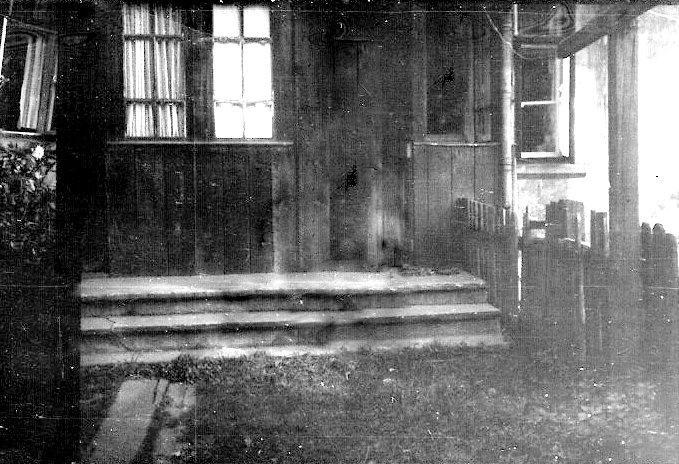 24. Ganek domu nr 40 na Nowym Placu Fabrycznym. Rok 1969. Fot. Ze zbiorów Ryszarda Maliszewskiego.
