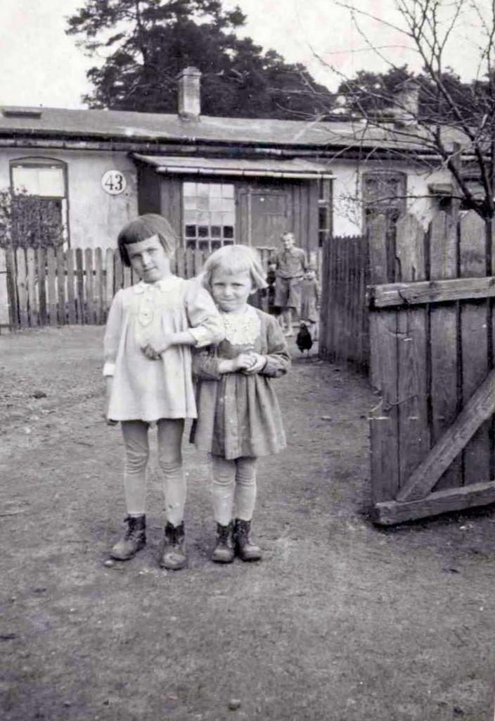 3. Małe mieszkanki Nowego Placu przed II wojną światową. Fot. Ze  zbiorów Państwa Miszczyków.