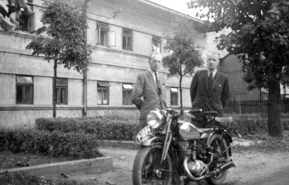 4. Dom na Nowym Placu przed wojną. Fot. Ze zbioru Andrzeja  Feliksika.