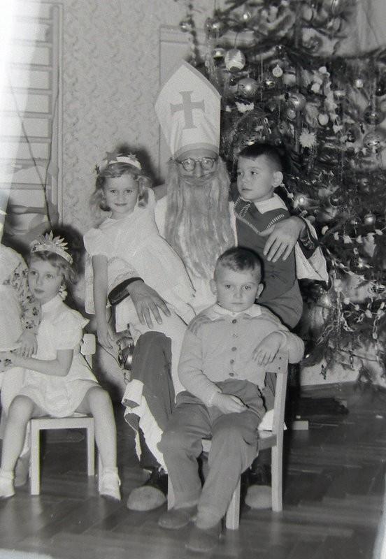 10. Fotografia ze św. Mikołajem. Lata 60-te. Fot. Jan Nosowicz.