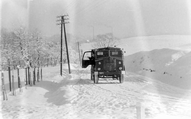 2. Droga na Trzebinię koło krzyża, lata 60-te Fot. Jan Nosowicz.
