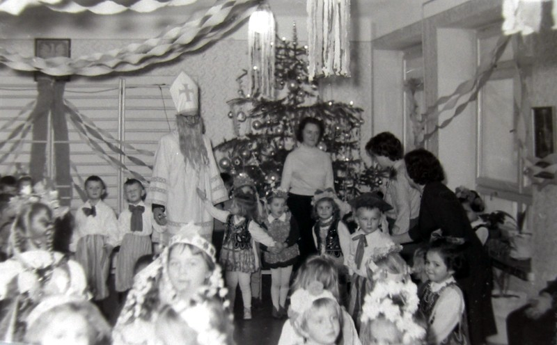 6. Mikołaj w przedszkolu przy OFNE. Lata 60-te. Fot. Jan Nosowicz.