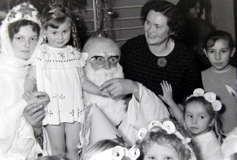 8. Mikołaj w przedszkolu przy OFNE. Lata 60-te. Fot. Jan Nosowicz.