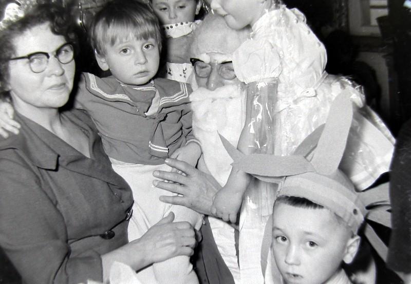 9. Zabawa choinkowa w przedszkolu przy OFNE. Fot. Jan Nosowicz.