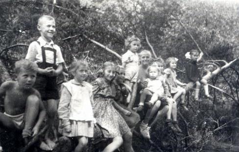 24. Piknik na Podpolisie. 1950 rok. Fot. Ze zbiorów Ryszarda Maliszewskiego.