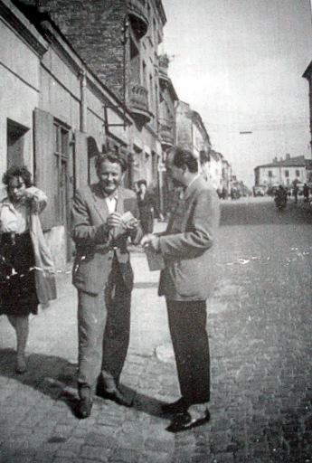 3. Spacer przy nieistniejącej zabudowie ulicy Sławkowskiej. Fot. Ze zbioru Piotra Nogiecia.