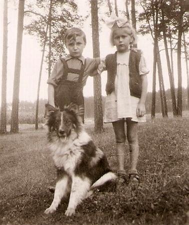 31. Spacer koło Witeradowa. 1954 rok. Fot. Ze zbiorów Ryszarda Maliszewskiego.