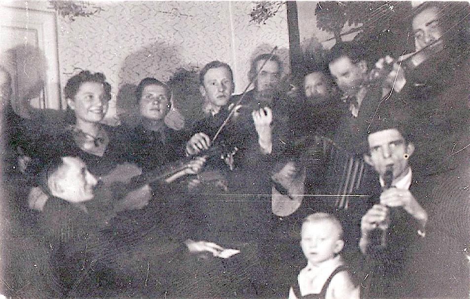 2. Zespół muzyczny. 1940 rok. Fot. Ze zbiorów Grzegorza Miski.