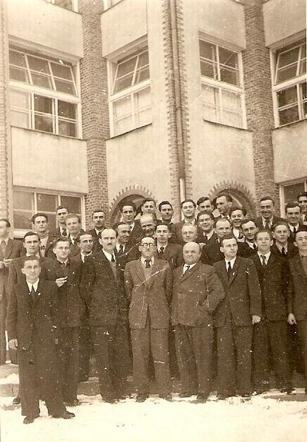 28. Występ Chóru Hejnał w Jaroszowcu. 1949 rok. Fot. Ze zbiorów Ryszarda Maliszewskiego.