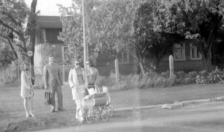 27. Ulica Niepodległości, rok 1970. Fot. Ze zbiorów rodziny Barczyków.