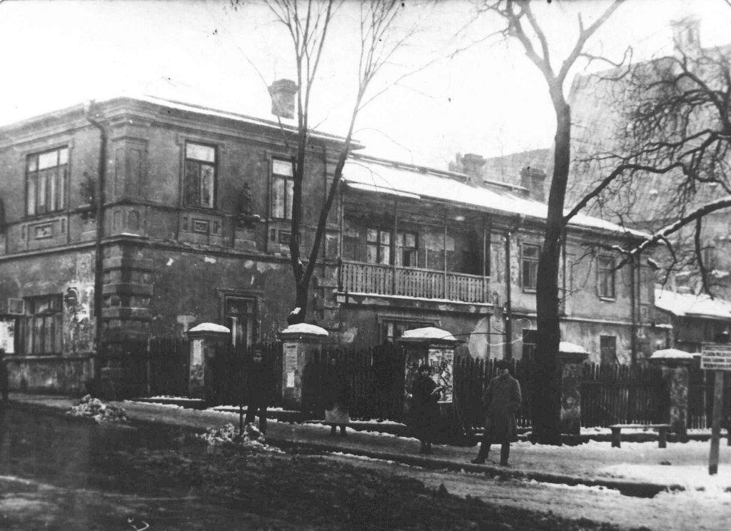 29. Budynek przy skrzyżowaniu Mickiewicza i Sławkowskiej. Fot. Z archiwum Muzeum Regionalnego PTTK w Olkuszu.
