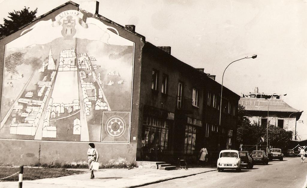 3. Zabudowania ulicy Augustiańskiej ze słynnym malowidłem. Fot. Ze zbiorów Tomasza Strojnego.