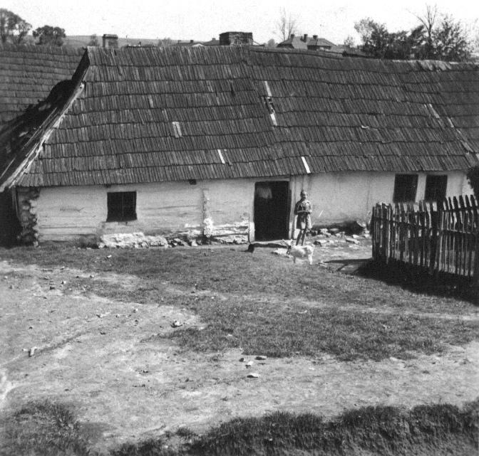 31. Niezidentyfikowany dom pod Olkuszem. Fot. Z archiwum Muzeum Regionalnego PTTK w Olkuszu.
