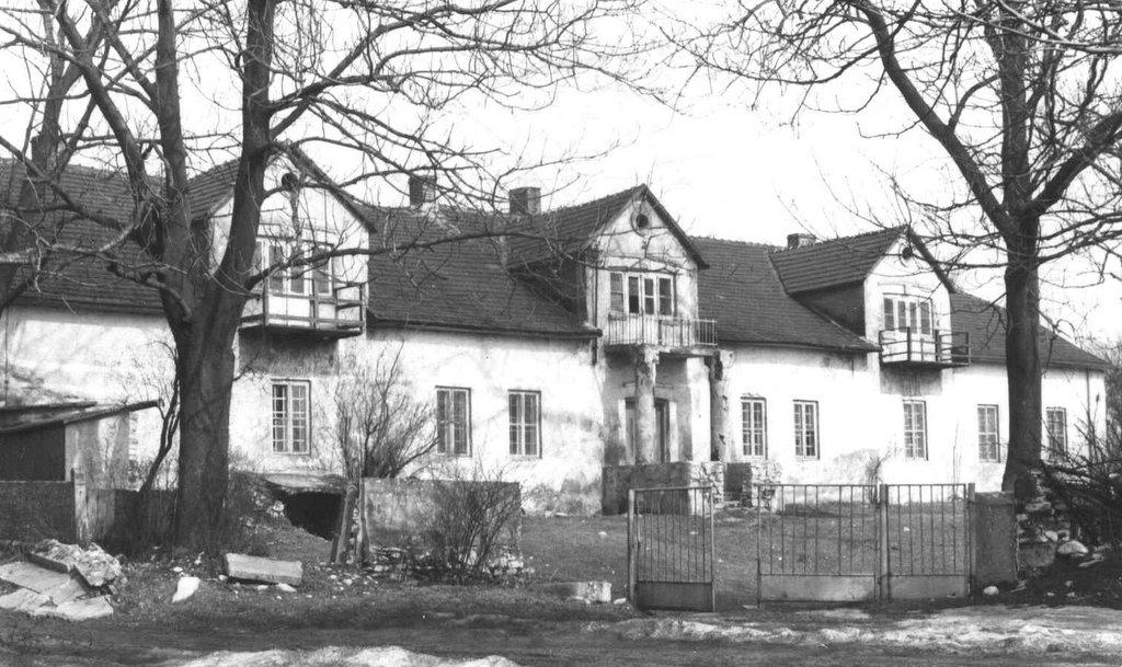 34. Dwór w Rabsztynie. Fot. Z archiwum Muzeum Regionalnego PTTK w Olkuszu.