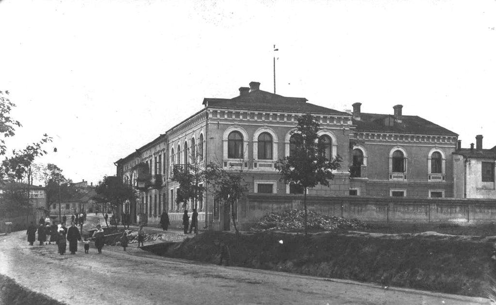 36. Budynek banku przy obecnej ulicy K.K Wielkiego. Fot. Z archiwum Muzeum Regionalnego PTTK w Olkuszu.