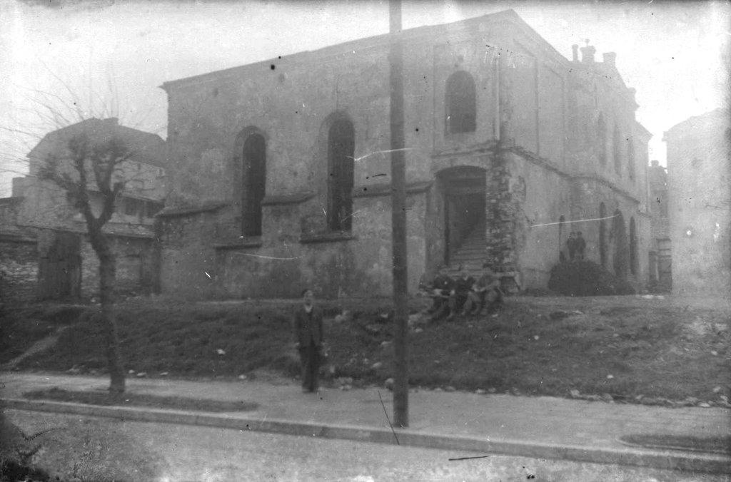 39. Ruiny Synagogi przy ulicy Górniczej. Fot. Z archiwum Muzeum Regionalnego PTTK w Olkuszu.