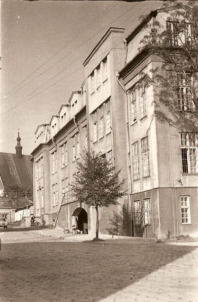 4. Budynek starostwa przy ulicy Mickiewicza. Fot. Ze zbiorów Tomasza Strojnego.