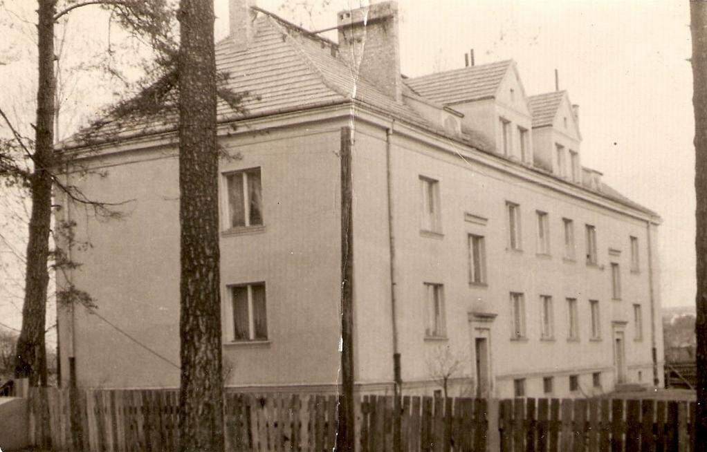 5. Budynek przy ulicy Partyzantów 8. Fot. Ze zbiorów Ryszarda Maliszewskiego.