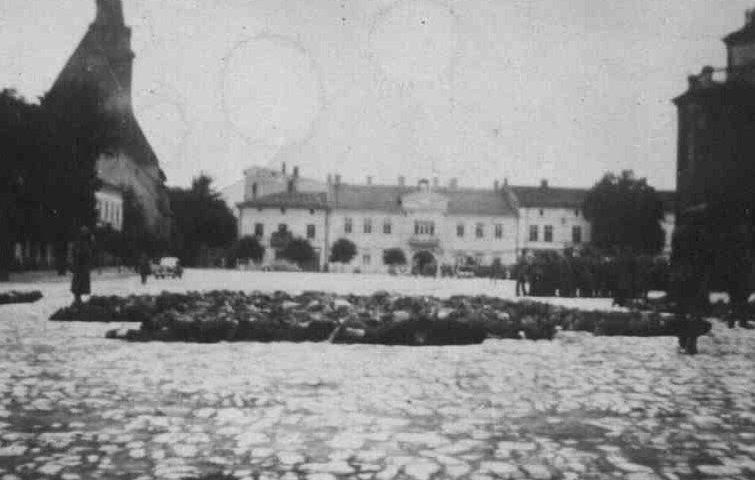 21. Krwawa Środa w Olkuszu - Rynek. Fot. Z archiwum Muzeum Regionalnego PTTK w Olkuszu.