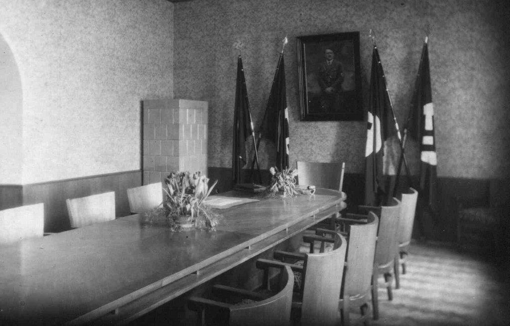 6. Wnętrze jednej z sal Deutsches Haus (budynek obecnego magistratu). Fot. Z archiwum Muzeum Regionalnego PTTK w Olkuszu.